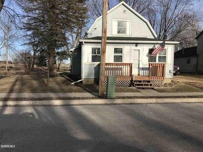Stephenson County Single Family Home For Sale: 221 N East Street