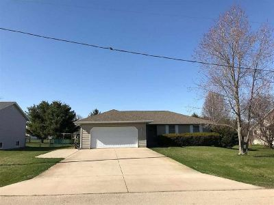Stephenson County Single Family Home For Sale: 302 W Walgren Road