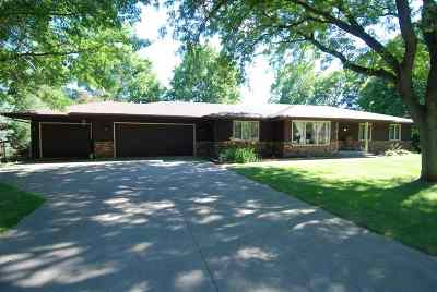 Rockford Single Family Home For Sale: 3711 Golden Prairie Avenue