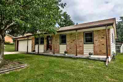 Machesney Park IL Single Family Home For Sale: $126,000