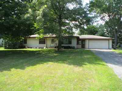 Roscoe IL Single Family Home For Sale: $135,000