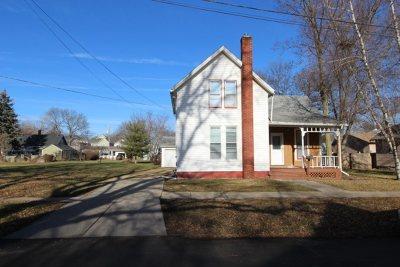 Stephenson County Single Family Home For Sale: 416 W Avon Street