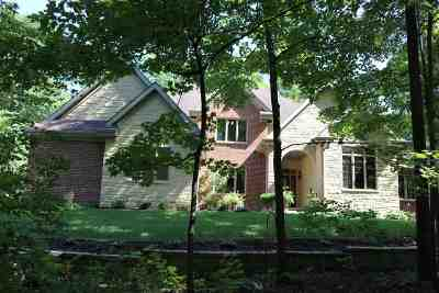 Belvidere Single Family Home For Sale: 838 Riverside Road