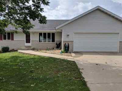 Stephenson County Single Family Home For Sale: 3102 Farmdale Ln