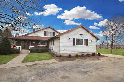 Stephenson County Single Family Home For Sale: 104 E Grant Street