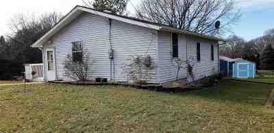 Ogle County Single Family Home For Sale: 202 Etnyre Avenue