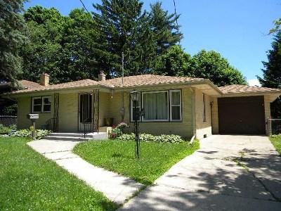 Rockford Single Family Home For Sale: 127 Hilton Avenue