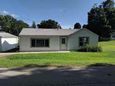 Winnebago Single Family Home For Sale: 104 W School Street