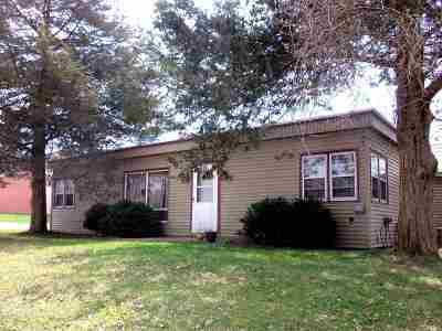 Stephenson County Single Family Home For Sale: 215 N Oak