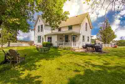 Boone County, Ogle County, Stephenson County, Winnebago County Single Family Home For Sale: 10494 Freeport Road