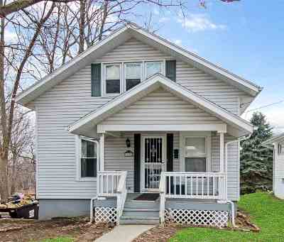 Stephenson County Single Family Home For Sale: 115 E Wayne Street