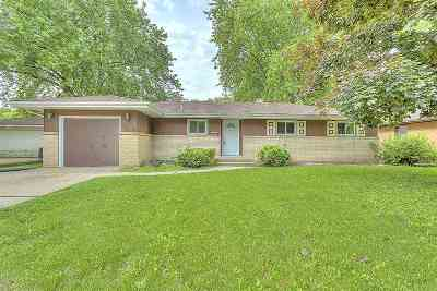 Boone County, Ogle County, Stephenson County, Winnebago County Single Family Home For Sale: 1512 W Riverside Boulevard