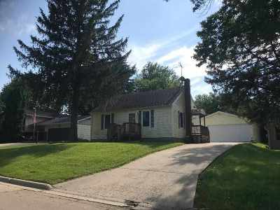 Stephenson County Single Family Home For Sale: 1326 S Deming