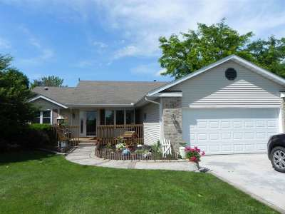 Stephenson County Single Family Home For Sale: 138 Lake Summerset Rd