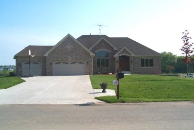 Belvidere Single Family Home For Sale: 1999 Winding Creek Drive