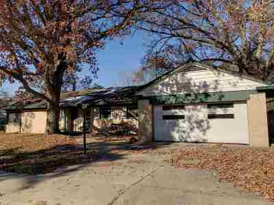 Rockford Single Family Home For Sale: 2710 Hickory Lawn Drive