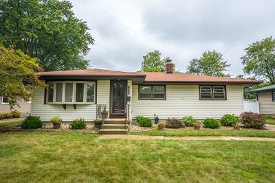 Munster Single Family Home For Sale: 233 Sunset Lane