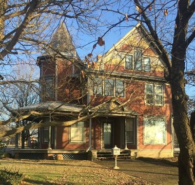 Lowell Single Family Home For Sale: 490 W Commercial Avenue