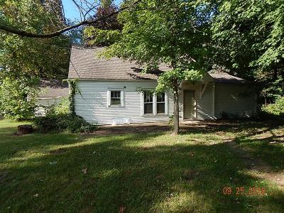 Michigan City Single Family Home For Sale: 817 Woodlawn Avenue