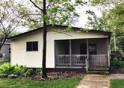 Wheatfield Single Family Home For Sale: 237 E South Street