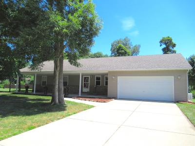 Single Family Home For Sale: 621 Dogwood Street NW