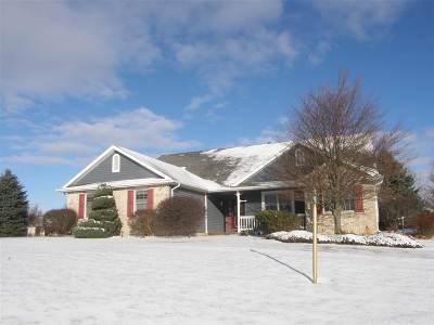 Kosciusko County Single Family Home For Sale: 1684 W Highland