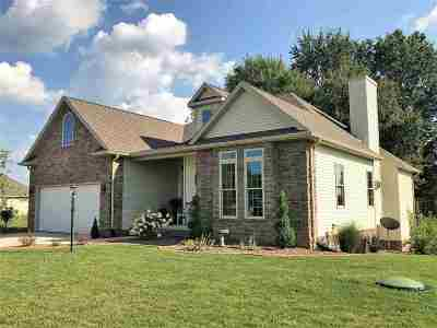 Kosciusko County Single Family Home For Sale: 727 E Hawthorn Dr
