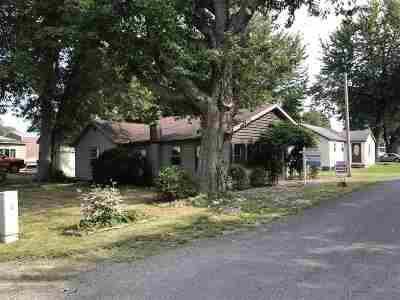 Steuben County Single Family Home For Sale: 935 Park Drive Turkey Lk