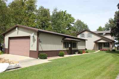 Kosciusko County Single Family Home For Sale: 1621 Chapman Lake Drive