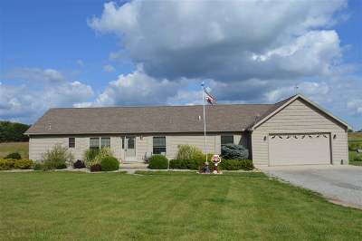 Kendallville Single Family Home For Sale: 1630 Wayne Center Rd