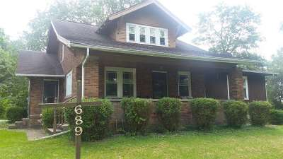 Columbia City Single Family Home For Sale: 689 W Squawbuck Road