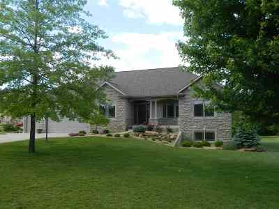 Kosciusko County Single Family Home For Sale: 2315 E Blossom Lane