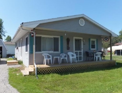 Kosciusko County Single Family Home For Sale: 7585 W Forest Avenue