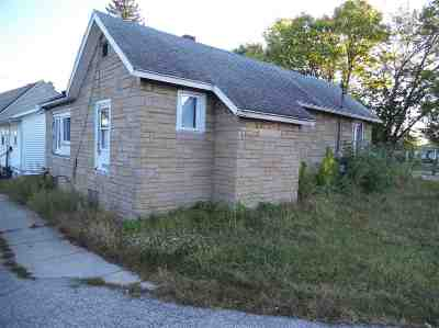 South Bend Single Family Home For Sale: 1618 Hilde