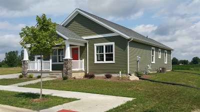 Kosciusko County Single Family Home For Sale: 698 Bungalow Drive
