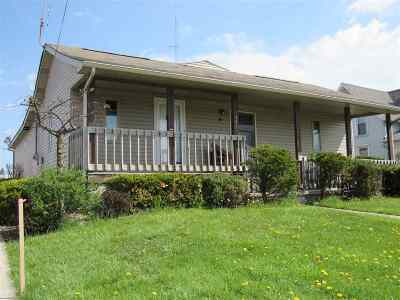 Whitley County Single Family Home For Sale: 105 E Ellsworth Street