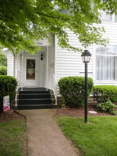 Huntington Single Family Home For Sale: 920 Poplar Street