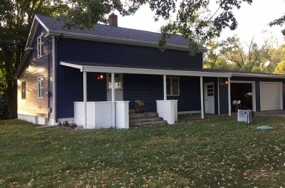 Warsaw IN Single Family Home For Sale: $210,000