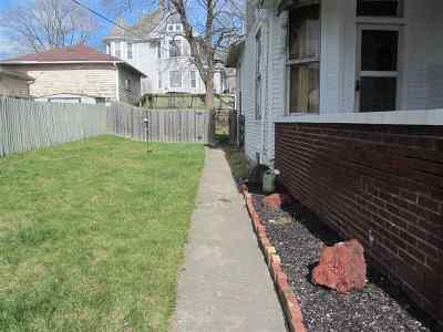 Huntington Single Family Home For Sale: 526 E Tipton
