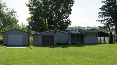 Angola Single Family Home For Sale: 195 Lane 290 West Otter Lake