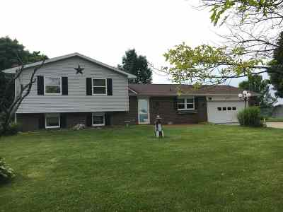 Kosciusko County Single Family Home For Sale: 401 S Brallier Rd.