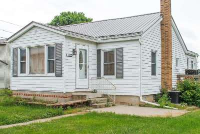 Kosciusko County Single Family Home For Sale: 105 N Prairie Street