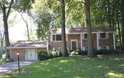 South Bend Single Family Home For Sale: 60237 Emerald Drive