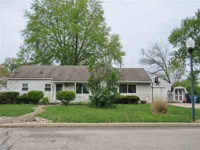 Columbia City Single Family Home For Sale: 137 Hilltop Drive