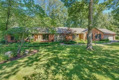 South Bend Single Family Home For Sale: 2323 Topsfield