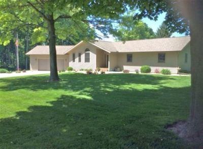 Kosciusko County Single Family Home For Sale: 1202 W 200 S.