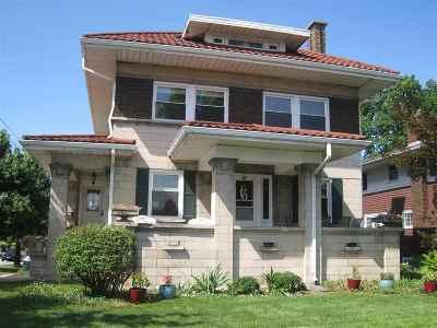 Mishawaka Single Family Home For Sale: 301 Edgewater Drive
