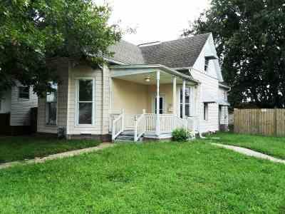 Evansville Single Family Home For Sale: 751 E Virginia Street