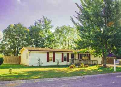 Warsaw Single Family Home Cont-Accptngbackupoffers: 1307 Greenhill Drive