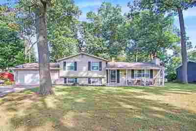 South Bend Single Family Home For Sale: 18305 Amberly Lane
